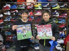 【新宿2号店】2015.01.07 お気に入りのチームのカレンダーを持って写って頂きました(^o^)v大学にいってもフットボール頑張って下さい!!また遊びに来てくださ~い(・∀・)