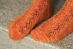 Ulla 01/15 - Ohjeet - Saniaissukat Knitting Socks, Knitting Patterns, Fashion, Tutorials, Knit Socks, Moda, Knit Patterns, Fashion Styles, Knitting Stitch Patterns