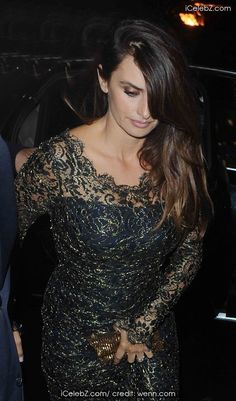 Penelope Cruz and Ja http://www.icelebz.com/events/penelope_cruz_and_javier_bardem_arrive_back_at_the_dorchester_hotel_from_the_film_premier_of_the_counselor/photo3.html