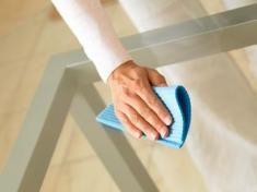 Limpar vidros é muito mais fácil do que muita gente imagina. O grande lance é a técnica. Nada de deixar aáguasecar no vidro! ESQUEÇA OS LIMPA VIDROS, caros! Use: panos limpos e bem secos e um pouquinho de detergente ou vinagre.  A SOLUÇÃO LIMPA VIDROS Em um balde cheio de água, acrescente uma…