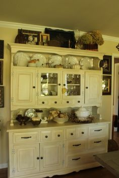 top of hutch ideas Kitchen Cupboards, New Kitchen, Kitchen Things, Kitchen Ideas, Vintage Hutch, Vintage Kitchen, China Hutch Decor, Hutch Decorating, Decorating Ideas