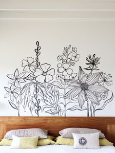 DIY Inspiration: Flower Mural Painted Freehand. I am terrible at drawing - that's why I made sure that I was really good at photography and photoshop. Check out the wallpaper that inspired her mural. Mural and link to wallpaper at Geninne's Art Blog here.