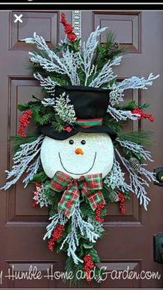 Tips and How To Create A Magical Snowman Wreath – My Humble Home and Garden – Unique Christmas Decorations DIY Snowman Wreath, Snowman Crafts, Diy Wreath, Christmas Projects, Holiday Crafts, Holiday Decor, Santa Wreath, Tulle Wreath, Burlap Wreaths