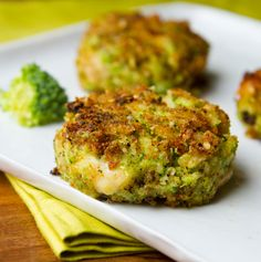 Vegan Cheezy Broccoli Fritters from Healthy. Happy. Life. Vibrant, nutritious, moist, melt-in-your-mouth delicious... These tasty little bites have it all! Makes a great savory snack or side dish.