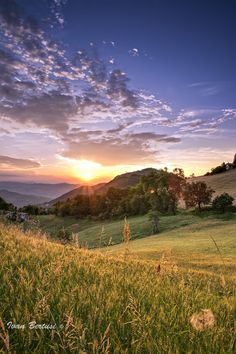 Tramonto in appennino (Italy)  by Ivan Bertusi on 500px