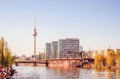Berliner Fernsehturm aufgenommen von der Spree.  #berlin #berlinlovers #fernsehturm #travel #trip #traveling #spree #rundfahrt #berlin_gram #berlin365 #berlin #canon #eos #instagood #picoftheday Canon Eos, Cn Tower, Berlin, Instagram, Building, Travel, Viajes, Buildings, Destinations