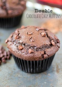 These double chocolate chip muffins re intensely chocolatey and super moist. They make the perfect breakfast treat! Freeze Muffins, Baking Muffins, Double Chocolate Chip Muffins, Mini Chocolate Chips, Easy Desserts, Delicious Desserts, Dessert Recipes, Dessert Ideas, Breakfast Dessert