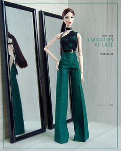 PRE-ORDER items! A perfect spring/summer outfit, with a bold statement Finishing in fat flat cotton, satin in emerald/dark green & partially linen Back closure with velcro and snap button Comes with black latex belt straps and choker It fits Fashion Royalty FR2013 Body Terms &