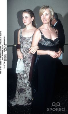 18 Jan 98 55th Golden Globes Beverly Hills, CA. Jessica Lange & Dtr Photo by: Fitzroy Barrett/Globe P[hotos, Inc.