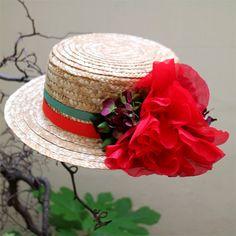 El verano pide flores, y más si es en este #canotier de paja cosida by @tocadosnilataranco #sombrerosdepaja #strawhat #lookdeinvitada #nilatarancodesign #canotierdeflores #tendenciasdebodas