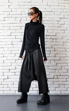 Grey maxi pants with belts / extravagant oversize harem pants / drop crotch woman pants Urban Style Outfits, Mode Outfits, Trendy Outfits, Maxi Pants, Harem Pants, Drape Pants, Pants Outfit, Jogger Pants, Black Women Fashion