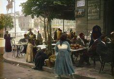 مقهى يطل على ميدان الأوبرا أوائل القرن العشرين