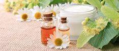 Le liniment, ou plus particulièrement le liniment oléo-calcaire est un mélange onctueux, un peu plus épais que du lait de toilette, qui permet de nettoyer en douceur les fesses de bébé ...