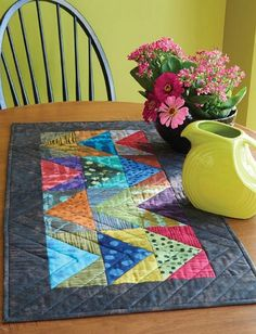 If you have an irresistible packet of fabric squares, you can whip up this modern table runner in an afternoon. Patchwork Table Runner, Table Runner And Placemats, Table Runner Pattern, Quilted Table Runners, Quilt Placemats, Small Quilts, Mini Quilts, Modern Table Runners, Skinny Quilts