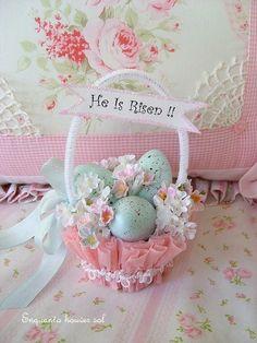 Que a renovação da vida,  que é comemorada hoje, renove também a sua esperança, as suas forças e o seu coração. Te desejo uma Feliz Páscoa!