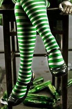 verde---➽viridi➽πράσινος➽green ➽verde➽grün➽綠➽أخضر ➽зеленый World Of Color, Color Of Life, Striped Tights, Striped Stockings, White Tights, Patterned Tights, Green Stockings, Mode Style, Shades Of Green