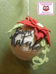 Pallina di Natale decorata con lana