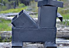 Everyone, IMHO, ought to have a biomass stove in their survival/emergency gear. The Wood Mite Stove may be what you're looking for. by Leon Pantenburg Wood Mite Jet Stove, Stove Oven, Rocket Heater, Rocket Stoves, Rocket Stove Design, Wood Stove Heater, Diy Rocket, Cooking Stove, Cooking Lamb