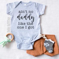 No Daddy Like the One I Got' Onesie – Theba Outfitters Stylish baby boy clothing for your little cool dude! Check out our website at for more ideas. Many of our products offer multiple customizations so feel free to message us with your creative ideas. Baby Kind, Our Baby, Baby Outfits, Baby Must Haves, Stylish Baby Boy, My Bebe, Gifts For New Dads, Baby Blog, Baby Shirts