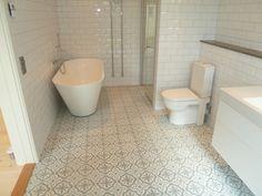 Klinker Voltaire - glaciär från Marrakech Design Moroccan Art, Old Cottage, Bathroom Inspo, Bathroom Ideas, Marrakech, Washroom, Interior Styling, Beautiful Homes, Tile Floor