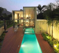 Contemporary House with Indoor Outdoor Pool Design Ideas. This simple house built on the land area of square meters in Lima, Peru. This modern-style hou Houses Architecture, Architecture Design, Contemporary Architecture, Outdoor Pool, Indoor Outdoor, Indoor Pond, Moderne Pools, Indoor Swimming Pools, Lap Pools