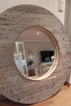 Mirror of an old cable drum DIY Pallet Furniture, Home Furniture, Spool Tables, Wood Spool, Bois Diy, Diy Mirror, Round Mirrors, Home Projects, New Homes
