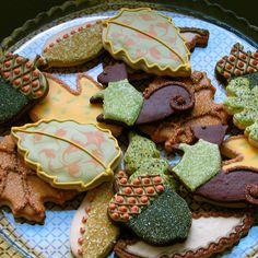 Thanksgiving Cookies - Acorn, leaf and squirrel cookies, all iced in a palette of warm autumn hues and sparkling sugar. Cookies Cupcake, Galletas Cookies, Cupcakes, Iced Cookies, Sugar Cookies, Leaf Cookies, Acorn Cookies, Ginger Cookies, Thanksgiving Cookies