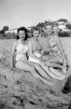 Marilyn's Monroe's half sister Berniece Baker Miracle on left, mother Gladys Pearl Baker with Marilyn (then known as Norma Jean Baker). Rare photo and not sure of date. Marylin Monroe, Lauren Bacall, Classic Hollywood, Old Hollywood, Hollywood Glamour, Hollywood Stars, Ingrid Bergman, Rita Hayworth, Norma Jeane
