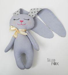 Ручная работа Мягкая игрушка Зайка-сплюшка с длинными ушами Высота 19 см