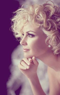 Short-blonde-curly-hair.jpg 500×788 pixels