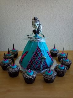 Monster High Girl- totally making one of these for my twins!!!