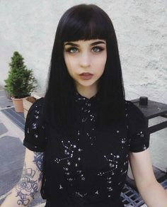Feeling witchy in my astro shirt 🦉✨ Grunge Hair, Grunge Makeup, Short Hair With Bangs, Hairstyles With Bangs, Witchy Hairstyles, Amanda Alice, Hair Inspo, Hair Inspiration, Hair Addiction