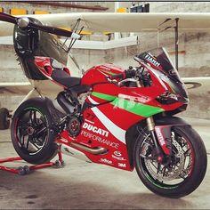 Ducati 1199 Panigale Photo: @razz5th Send us your pictures and videos by direct message #motorbike #motorcycle #sportsbike #yamaha #honda #suzuki #kawasaki #ducati #triumph #victory #buell #aprilia #harleydavidson #r1 #r6 #cbr #gsxr #fireblade #hayabusa #panigale #evo #wheelie #bikelife #Twowheelpassion