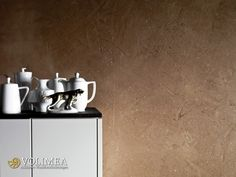 Purpurrote Handwerkskunst und Volimea machen jede Wand zu etwas Besonderem!