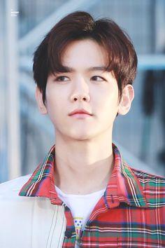 Mom, I want him K Pop, Chanyeol Baekhyun, Exo Korean, Korean Guys, Kim Minseok, Kim Junmyeon, Kpop Exo, Song Hye Kyo, Exo Members