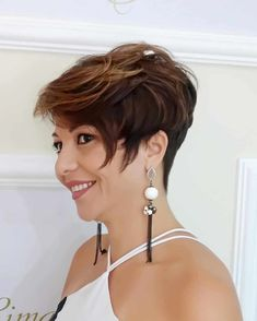 2020 Hair Trends For Women - 2020 Fashions Woman's and Man's Trends 2020 Jewelry trends Mom Hairstyles, Popular Hairstyles, Trendy Hairstyles, Short Hair Cuts, Short Hair Styles, Pixie Cuts, Pixie Haircut, Haircut Short, Hair Again