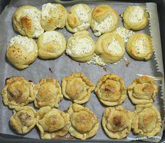 Μία ζύμη δύο πρωϊνά: αλμυρά και γλυκά πιτάκια     Για 10 τυροπιτάκια και 10 γλυκά πιτάκια με μαρμελάδα         Πιτάκια που μπορούν ν... School Snacks, Muffin, Cooking, Breakfast, Choices, Party, Food, Kitchen, Morning Coffee
