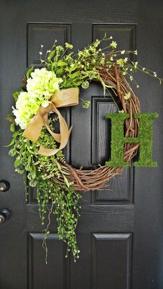 It's Fall Favorites Week at 702 Park Project! Today I'm sharing my favorite fall WREATHS! Stay tuned for more fall goodies this week! #702parkproject #fall #holiday #decor #wreath #frontdoor #monogram