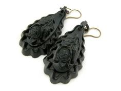mourning jewelry   ... metal were now produced in black jet it was called mourning jewelry