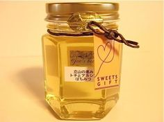 This honey is obtained from Aesculus turbinata and Robinia pseudoacacia. トチとアカシアのはちみつ