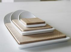 Cut and Paste Cutting Boards. Two-tone palette in Maple and porcelain -- Better Living Through Design Modern Cutting Boards, Diy Cutting Board, Kitchen Items, Kitchen Gadgets, Kitchen Products, Quirky Kitchen, Kitchen Things, Kitchen Gifts, Kitchen Stuff