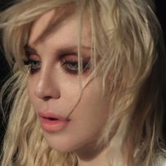Courtney Love 90s makeup grunge