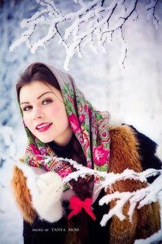 Ответы@Someone Else.Ru: Почему русские девушки не носят русский платок?? ? раз уж только в церкви увидишь.???