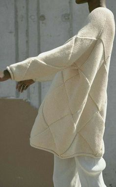 This **Lauren Manoogian** Entrelac Knit Pullover features a long sleeve and oversized fit. Knitwear Fashion, Knit Fashion, Sweater Fashion, Knitting Designs, Knitting Projects, Diy Pullover, Pulls, Hand Knitting, Knitting Patterns