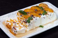 Prajitura de iaurt si piersici Sweet Tarts, Sushi, Cheesecake, Dairy, Sweets, Baking, Fruit, Ethnic Recipes, Desserts