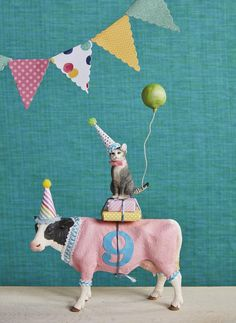 Cat on a Cow Birthday Cake topper / Farm Cake Topper / Cat Cake Topper / Barnyard Birthday Cow Birthday Cake, Birthday Cake Toppers, Birthday Fun, Birthday Wishes, Birthday Crafts, Plastic Animal Crafts, Plastic Animals, Party Animals, Animal Party