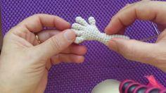 2.video/ Amigurumiler İçin Parmaklı El Yapılışı | CROCHET Hands Tutorial... Hand Crochet, Crochet Toys, Crochet Birds, Crochet Doll Pattern, Knitted Dolls, Crochet Baby, Crochet Patterns, Hands Tutorial, Doll Making Tutorials