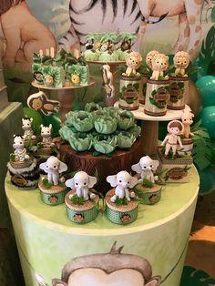 Boys 1st Birthday Cake, Safari Theme Birthday, Jungle Theme Parties, Kids Birthday Themes, Birthday Party For Teens, Safari Centerpieces, Safari Party Decorations, Festa Safari Baby, Baby Party