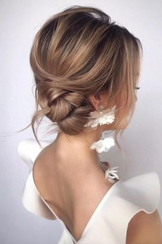 30 Wedding Bun Hairstyles ❤️ wedding bun hairstyles low side textured on blonde hair_vera Bun hairstyles are popular wedding hairdos, and look good for different hair length. See our trendy collection of wedding bun hairstyles. Side Bun Updo, Side Bun Hairstyles, Wedding Bun Hairstyles, Hairdo Wedding, Short Wedding Hair, Diy Hairstyles, Wedding Bride, Side Swept Updo, Hairstyles Videos