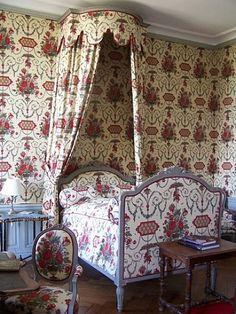 285 Le chateau de Montgeoffroy en Anjou, chambre a coucher